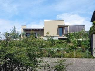 Casas modernas de タア設計 (TA Sekkei) Moderno