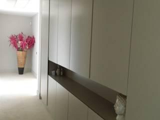 Modern Corridor, Hallway and Staircase by ISLA GRUP Modern