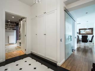Warszawa - mieszkanie z nutką klasyki: styl , w kategorii Korytarz, przedpokój zaprojektowany przez Art of home