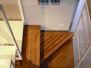 Casa CM: Ingresso & Corridoio in stile  di Nicola Sacco Architetto