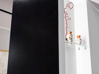 Pasillos y vestíbulos de estilo  por 23bassi studio di architettura, Minimalista
