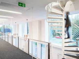 NIK - Ein Bauwerk, das in seiner Einfachheit zur Skulptur wird:   von Atelier Thomas Pucher