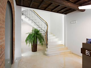 Room&Breakfast Borgo Leoni 18 Hotel moderni di Bcubo Architetti Moderno