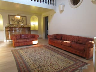 A villa totally furnished by Garden House Lazzerini Garden House Lazzerini SoggiornoDivani & Poltrone