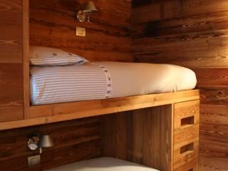 Appartamento a Bormio Camera da letto in stile rustico di Architetto Stefania Colturi Rustico