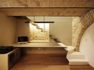 Casa in centro storico Ingresso, Corridoio & Scale in stile moderno di Luca Mancini | Architetto Moderno