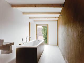 Minimalist style bathroom by JAN RÖSLER ARCHITEKTEN Minimalist