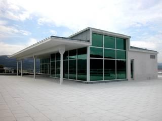 Edificio de oficinas y almacén llave en mano. Año 2005 Oficinas y tiendas de estilo moderno de arquitectura & diseño mobilarte, s.a. Moderno
