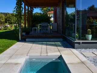 @wat - Minipool, Sauna-Tauchbecken für den Garten:  Garten von design@garten - Alfred Hart -  Design Gartenhaus und Balkonschraenke aus Augsburg