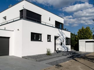 Jardines modernos de design@garten - Alfred Hart - Design Gartenhaus und Balkonschraenke aus Augsburg Moderno