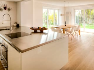 Kitchen by hausbuben architekten gmbh