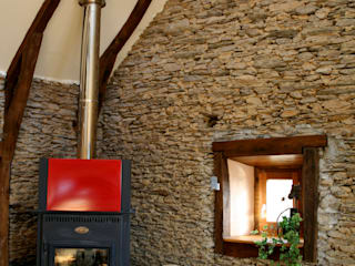 Barn in Chenailler Mascheix, France Rustic style walls & floors by Capra Architects Rustic