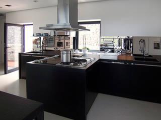 Modern kitchen by Ivan Torres Architects Modern