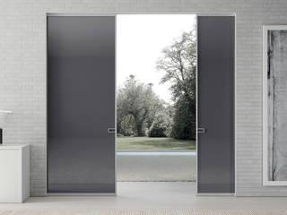 Puertas y ventanas modernas de MOVI ITALIA SRL Moderno