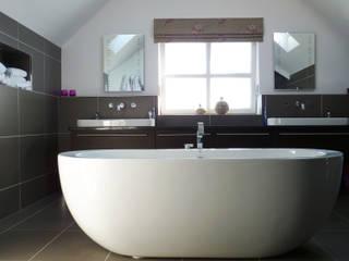 Streamside Close, Timperley, Altrincham Modern bathroom by Capra Architects Modern