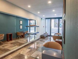 VIA CORDILLERA (DESARROLLOS DELTA) Pasillos, vestíbulos y escaleras modernos de ESTUDIO TANGUMA Moderno
