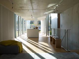 Maison Beloti: Maisons de style  par Atelier Arcau