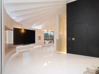 Attico di Carlo Beltramelli Interior Designer Moderno