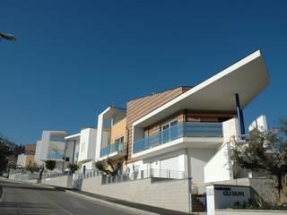 "Residence ""Gli Ulivi"": Case in stile in stile Moderno di AGUZZI DESIGN STUDIO"