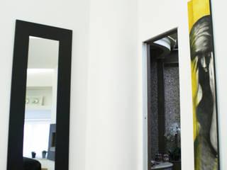 object a reaction poetique : Camera da letto in stile in stile Moderno di Teresa Romeo Architetto