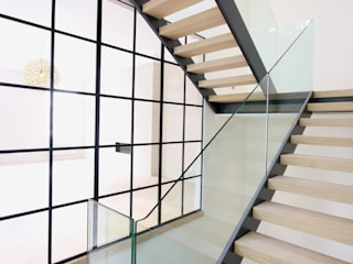 Edis Street Modern corridor, hallway & stairs by IQ Glass UK Modern
