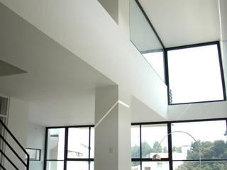 4 Casas LCC Comedores modernos de Gaeta Springall Arquitectos Moderno