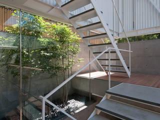 Corridor & hallway by Yaita and Associaes, Modern