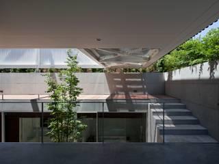 Terrace by Yaita and Associaes, Modern