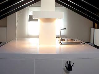 Nhà phong cách tối giản bởi Andrea Bella Concept Tối giản