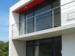 Un Monde à part: Maisons de style  par ATELIER D'ARCHITECTURE ET D'URBANISME MARTIAL