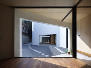 A House Made of Two 모던스타일 주택 by Naf Architect & Design 모던