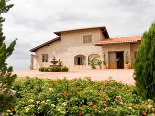 Serra Negra: Casas  por Tikkanen arquitetura,Campestre