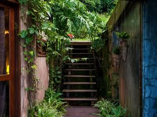 Pasillos y recibidores de estilo  por Ferraro Habitat