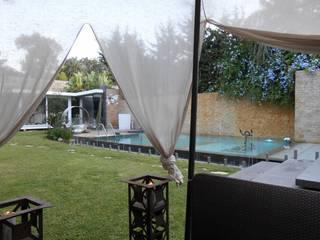 CASA CON PISCINA: Piscina in stile in stile Minimalista di Rosa Vetrano Architetto