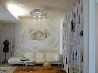 CASA CON PISCINA: Soggiorno in stile in stile Minimalista di Rosa Vetrano Architetto