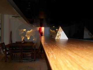 CASA CON PISCINA: Sala da pranzo in stile in stile Minimalista di Rosa Vetrano Architetto