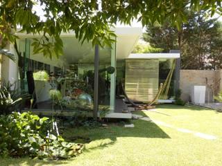 CASA CON PISCINA: Giardino in stile in stile Minimalista di Rosa Vetrano Architetto