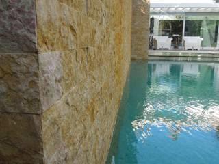 Minimalist pool by Rosa Vetrano Architetto Minimalist