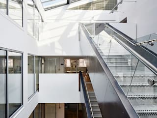 The Guntons Atrium Couloir, entrée, escaliers industriels par Hudson Architects Industriel