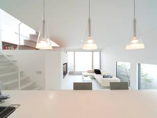 모던스타일 주택 by LIC・山本建築設計事務所 모던