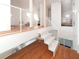 LIC・山本建築設計事務所의  주택, 모던
