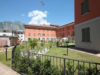 Complesso Residenziale Villa Gardenia:  in stile  di Schiavi S.p.A.