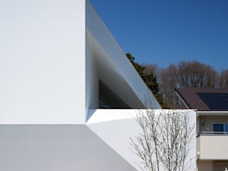Case in stile  di EN.Architecture+Design  (エン・アーキテクチャー+デザイン), Moderno