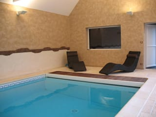 Aménagement d'une piscine: Piscines  de style  par Autrement Vous