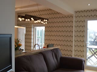 'Undulating Feather' wallpaper in Hampshire home. 根據 Rachel Reynolds 隨意取材風