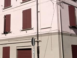 Ristrutturazione e Riqualificazione Tipologica Finestre & Porte in stile classico di A.A.P+0 Classico