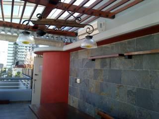 Rustikaler Balkon, Veranda & Terrasse von Remodelaciones SF Rustikal