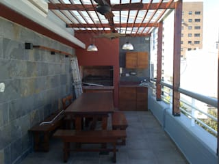 realización de quincho en terraza: Terrazas de estilo  por Remodelaciones SF