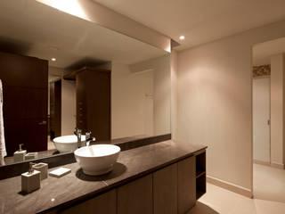 ZAFIRO Baños modernos de NZA Moderno