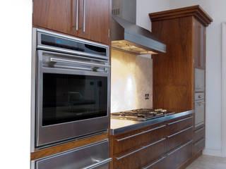 American Black Walnut Kitchen designed and made by Tim Wood by Tim Wood Limited Сучасний
